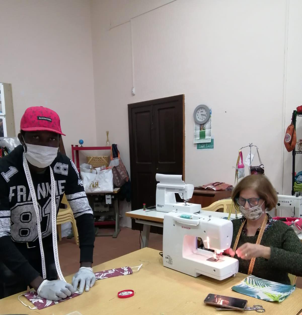 Rosalba e Lamin mascherine foto sito